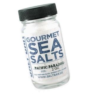 太平洋の海水から作った天然塩